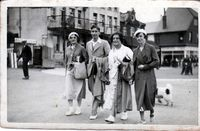 1936 whitstable 1936 fordmans maud, fred, doris & lucy